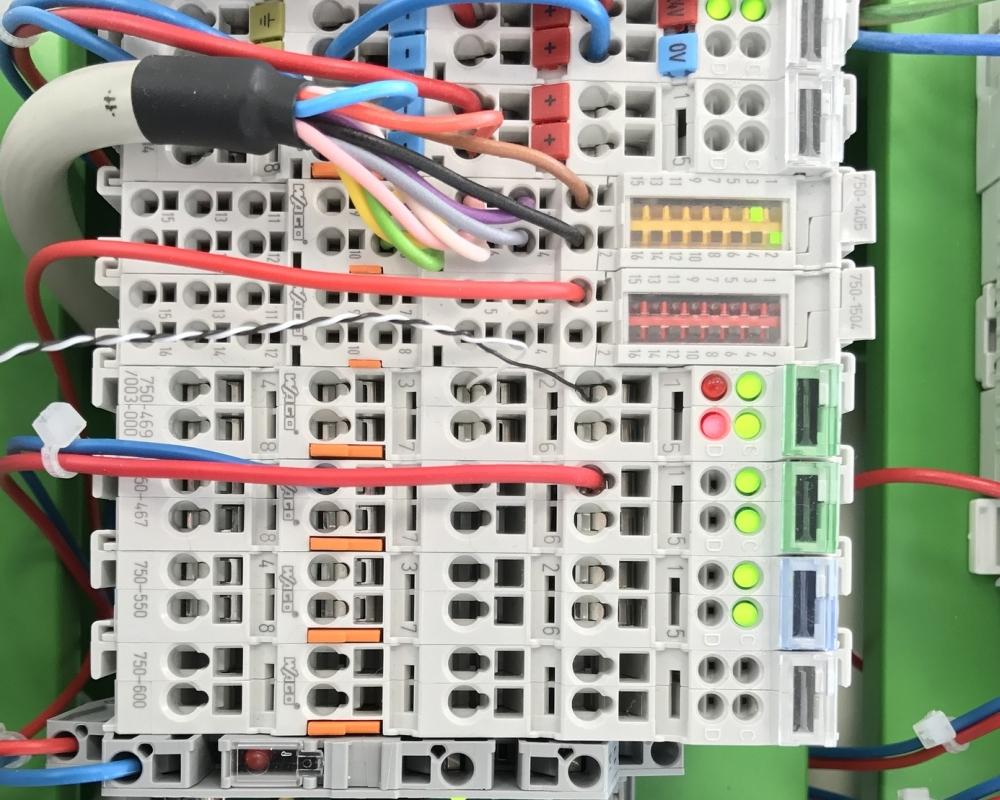 לוח חשמל במתח נמוך
