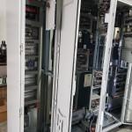 התקנה של לוחות חשמל במפעל
